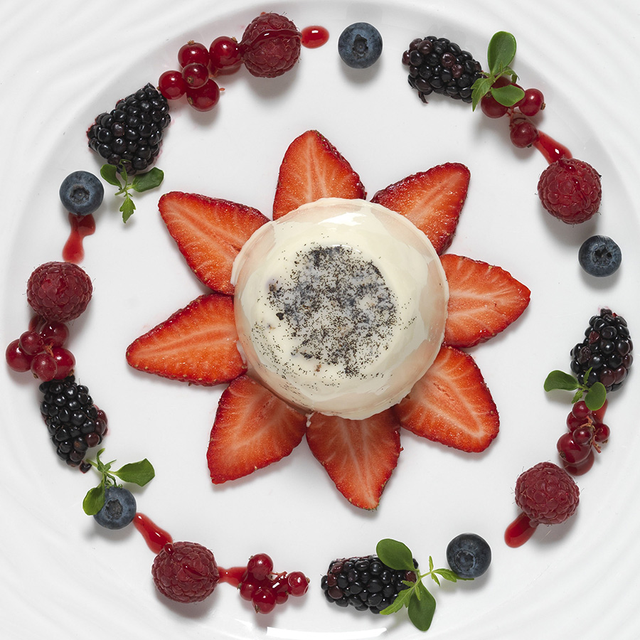 Vanilla Panna cotta with fresh berries